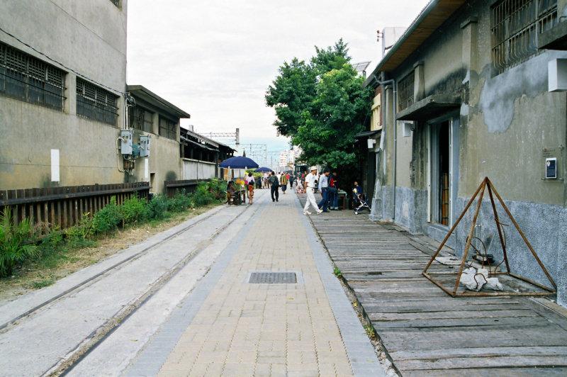 20號倉庫藝術家工作室前有鐵軌的