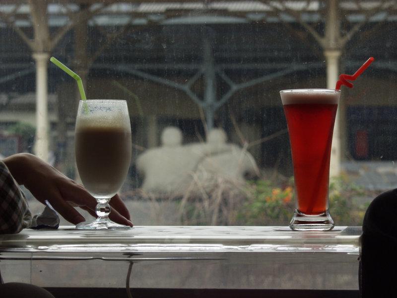 咖啡廳飲料與火車站月台拍照台中20號倉庫