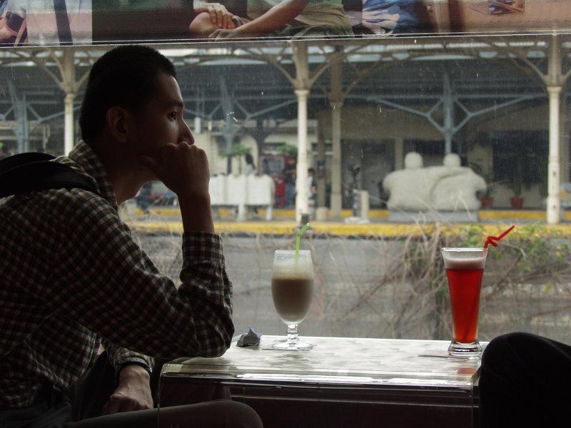 街拍咖啡館台中火車站舊站與20號倉庫
