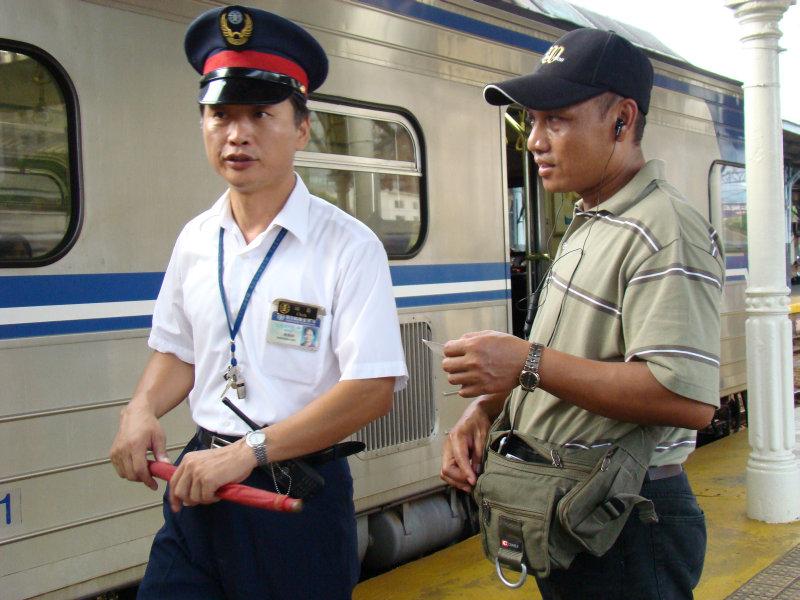 鐵道員與區間電車台中車站第二月台